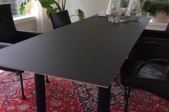 Corbusier-tafel met berken multiplex blad met linoleum 4166 charcoal